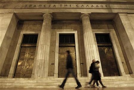 People walk past the Bank of Greece in Athens May 9, 2011. REUTERS/Yiorgos Karahalis