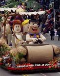 """<p>Персонажи мультсериала """"Флинтстоуны"""" Фред и Вилма в процессии парада в Пасадене, штат Калифорния 1 января 2000 года. Легендарный американский мультсериал """"Флинтстоуны"""" вернется на экраны стараниями создателя """"Гриффинов"""" Сета Макфарлейна, сообщила телекомпания Fox. REUTERS/Rose Prouser</p>"""