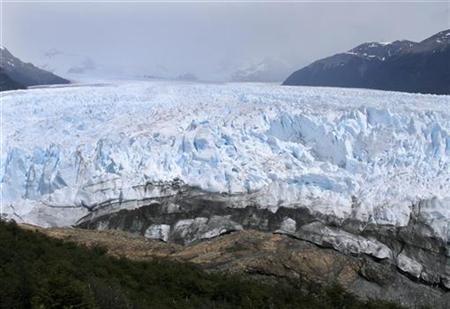 A general view of the leading edge of Perito Moreno glacier in the southern Patagonia region near El Calafate, January 3, 2009.REUTERS/Ernesto Fernandez