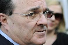<p>Canada's Minister of Finance Jim Flaherty talks to reporters after a day of meetings with G-20 finance ministers and central bank governors during the International Monetary Fund and World Bank Spring Meetings at IMF headquarters in Washington, April 15, 2011. REUTERS/Jonathan Ernst</p>