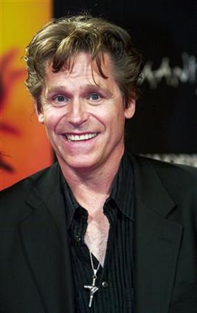 Actor Jeff Conaway arrives at the international gala premiere of Cirque du Soleil's new show ''Zumanity'' at the New York-New York Hotel & Casino in Las Vegas, Nevada, September 20, 2003. REUTERS/Ethan Miller EM