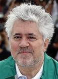 """<p>El cineasta Pedro Almodóvar durante el Festival de Cine de Cannes, Francia, mayo 19 2011. Terror, suspense y una alocada cirugía plástica se combinan de forma explosiva en """"La piel que habito"""", el filme con el que el director español Pedro Almodóvar aspira a llevarse el premio a la mejor película en el Festival de Cannes. REUTERS/Eric Gaillard</p>"""