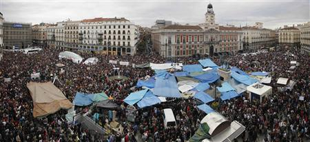 Demonstrators fill up Madrid's famous landmark Puerta del Sol during a protest against politicians, bankers and authorities' handling of the economic crisis May 19, 2011 in this panoramic photo. REUTERS/Paul Hanna