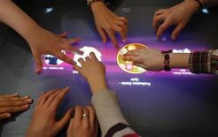 <p>Students use a multi-touch computer in a digital classroom presentation in Hanover March 1, 2010. REUTERS/Fabrizio Bensch</p>