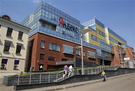 People walk near the headquarters of Yandex company in Moscow May 23, 2011. REUTERS/Sergei Karpukhin