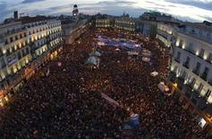 <p>Demonstrators fill up Madrid's Puerta del Sol May 21, 2011. REUTERS/Sergio Perez</p>