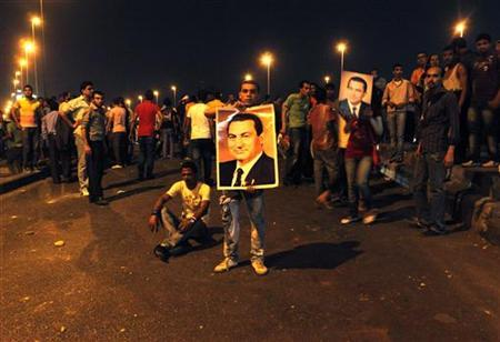 Protesters hold a pro-Mubarak rally to mark the 83rd birthday of former president Hosni Mubarak in central Cairo, May 4, 2011. REUTERS/Asmaa Waguih