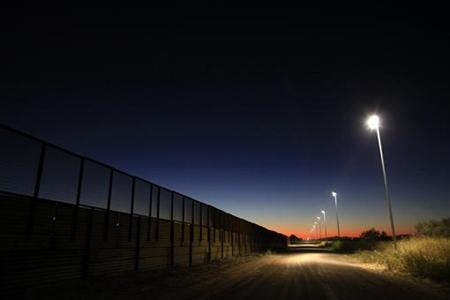 The fence separating the United States and Mexico is seen in Douglas, Arizona November 13, 2010. REUTERS/Eric Thayer