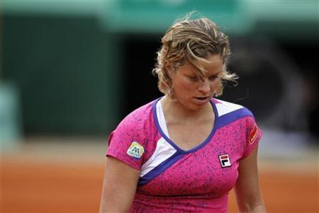 Kim Clijsters of Belgium reacts after losing her match against Arantxa Rus of the Netherlands during the French Open tennis tournament at the Roland Garros stadium in Paris May 26, 2011. REUTERS/Charles Platiau