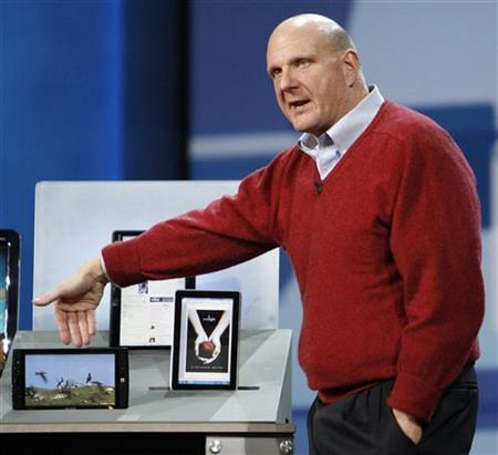 Microsoft Corp Chief Executive Steve Ballmer shows Slate PCs (from L-R) Archos, Pegatron and Hewlett-Packard during his keynote speech before the 2010 International Consumer Electronics Show (CES) in Las Vegas January 6, 2010. REUTERS/Mario Anzuoni