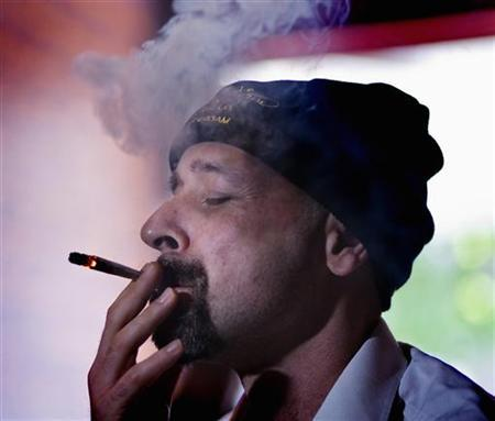 A man lights up a joint purely made of marijuana in a coffeeshop in Amsterdam June 27, 2008. REUTERS/Michael Kooren