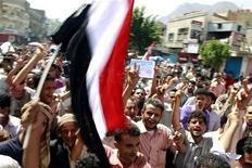 <p>Антиправительственные демонстранты в Таизе 31 мая 2011 года. Конфликтующие стороны в Йемене прервали непродолжительное перемирие, и ближневосточное государство вновь оказалось на грани гражданской войны. REUTERS/Khaled Abdullah</p>
