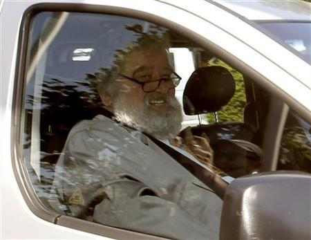 FIFA executive committee member Chuck Blazer of the U.S. is pictured through the window of a limousine upon his arrival at the FIFA headquarters in Zurich May 29, 2011. REUTERS/Arnd Wiegmann