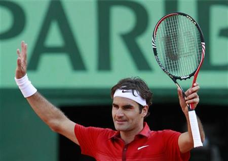 Roger Federer of Switzerland reacts after winning his quarter-final match against Gael Monfils of France at the French Open tennis tournament at the Roland Garros stadium in Paris May 31, 2011. REUTERS/Vincent Kessler