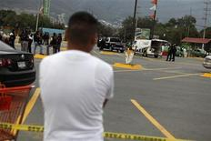 <p>The relative of a slain man stands next to the crime scene in Monterrey May 30, 2011. REUTERS/Tomas Bravo</p>