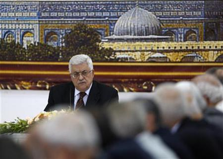 Palestinian President Mahmoud Abbas attends a meeting of the Palestine Liberation Organisation (PLO) in the West Bank city of Ramallah May 25, 2011. REUTERS/Mohamad Torokman