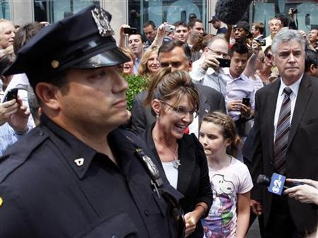 Sarah Palin (C), former governor of Alaska, greets people outside Fox News headquarters before boarding her ''One Nation Tour'' bus with her daughter Piper (2nd R) in New York, June 1, 2011. REUTERS/Gary Hershorn