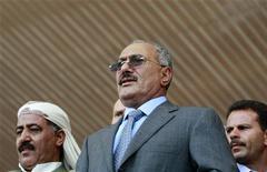 <p>Президент Йемена Али Абдулла Салех в Сане 13 мая 2011 года. Власти Йемена опровергли сообщение оппозиционного телевидения о том, что президент Али Абдулла Салех был убит в пятницу после попадания нескольких снарядов в президентский дворец. REUTERS/Khaled Abdullah</p>