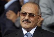 <p>Президент Йемена Али Абдулла Салех в Сане 20 мая 2011 года. Президенту Йемена Али Абдулле Салеху, покинувшему страну после ранения, в воскресенье была успешно сделана операция в Саудовской Аравии. Его противники заключили перемирие с правительственными войсками и устроили гуляния на улицах столицы Саны. REUTERS/Ammar Awad</p>