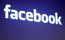 <p>Логотип Facebook у здания офиса компании в штате Калифорния, 26 мая 2010 года. Более 1.600 человек решили принять участие в праздновании шестнадцатилетия жительницы Гамбурга, случайно пригласившей гостей через Facebook, сообщила в воскресенье местная полиция. REUTERS/Robert Galbraith</p>