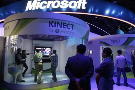 People play a Kinect boxing game on an XBox 360 gaming console at the Microsoft booth during the first day of the 2011 International Consumer Electronics Show (CES) in Las Vegas, Nevada January 6, 2011. REUTERS/Steve Marcus