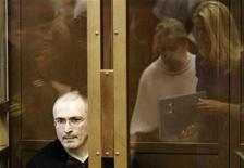 <p>Jailed Russian ex-tycoon Mikhail Khodorkovsky sits in the defendant's box during a court session in Moscow May 24, 2011. REUTERS/Tatyana Makeyeva</p>