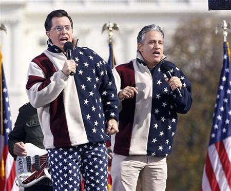 Comedians Jon Stewart (R) and Stephen Colbert sing during the ''Rally to Restore Sanity and/or Fear'' on the Washington Mall, October 30, 2010. REUTERS/Jason Reed
