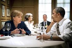 <p>German Chancellor Angela Merkel speaks to U.S. President Barack Obama during a private dinner at the 1789 restaurant in Washington June 6, 2011. REUTERS/Jesco Dezel/Bundesregierung/Pool</p>
