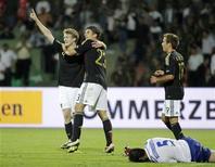 <p>Немецкие футболисты радуются победе в игре против сборной Азербайджана, 7 июня 2011 года. Сборная Германии по футболу почти гарантировала себе место в финальной части чемпионата Европы 2012 года, обыграв в матче отборочного цикла сборную Азербайджана 3-1. REUTERS/David Mdzinarishvili</p>