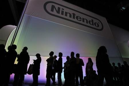 Attendees wait in line to see the new Nintendo Wii U controller during the Electronic Entertainment Expo, or E3, in Los Angeles June 7, 2011. REUTERS/Mario Anzuoni