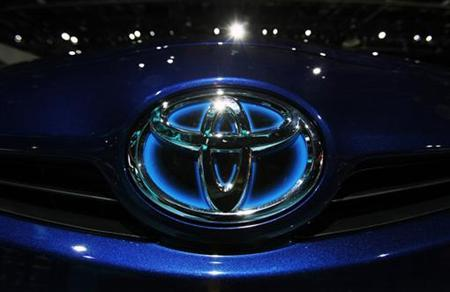 A Toyota logo is seen on the front of a Prius during the press days for the North American International Auto show in Detroit, Michigan, January 11, 2011. REUTERS/Mark Blinch