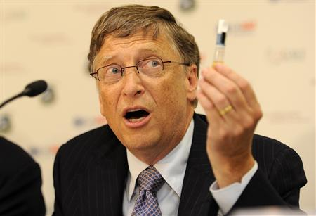Billionaire philanthropist Bill Gates holda up a Rotavirus vaccine during a news conference at the Global Alliance for Vaccines and Immunisation (GAVI) conference in London June 13, 2011. REUTERS/Paul Hackett