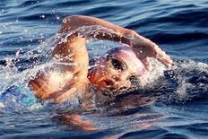 <p>Пенни Палфри во время заплыва между двумя Каймановыми островами 12 июня 2011 года. Пенни Палфри, австралийско-британская спортсменка, установила рекорд в одиночном плавании, проплыв 108 километров за 40 часов 41 минуту. REUTERS/Pool</p>