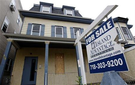A vacant home for sale is pictured in Yonkers, New York, October 26, 2010. A REUTERS/Mike Segar