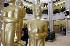 <p>Oscar statues are inspected for blemishes during preparations for the 83rd Academy Awards in Hollywood, California February 26, 2011. REUTERS/Lucas Jackson</p>