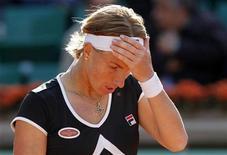 <p>Светлана Кузнецова на теннисном турнире в Париже, 31 мая 2011 года. Российская теннисистка Светлана Кузнецова смогла выйти в четвертьфинальную стадию турнира Den Bosch Open, проходящего в Нидерландах. REUTERS/Thierry Roge</p>