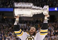 <p>Boston Bruins' Zdeno Chara celebrates with the Stranley Cup after defeating the Vancouver Canucks in Game 7 to win the NHL Stanley Cup Final hockey playoff in Vancouver, British Columbia June 15, 2011. REUTERS/Mike Blake</p>