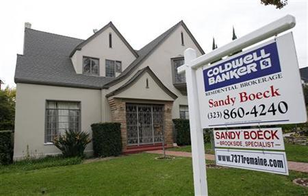 A view of a house for sale is seen in Los Angeles in this February 24, 2010 file photo. U.S. single-family home prices rose more than expected in May, still reflecting robust spring sales spurred by homebuyer tax credits, Standard & Poor's/Case Shiller home price indexes showed on July 27, 2010. REUTERS/Mario Anzuoni/Files