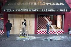 <p>Workers board up a restaurant on Granville Street that was broken into during riots last night in Vancouver, British Columbia June 16, 2011. Violence erupted on the streets of Vancouver on Wednesday after the Canucks were beaten by the Boston Bruins in the final of the NHL's Stanley Cup. REUTERS/Ben Nelms</p>