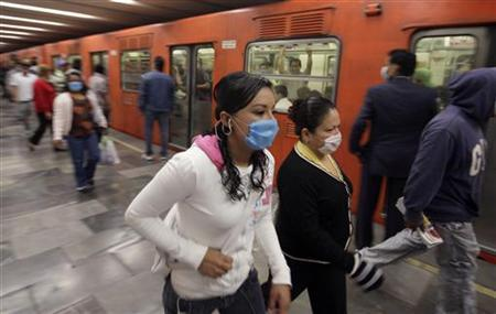 Passengers wear protective masks at Mexico's city subway April 29, 2009. REUTERS/Daniel Aguilar