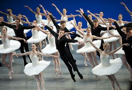 Members of the Royal Danish Ballet perform during the opening of the 121st session of the International Olympic Committee (IOC) in Copenhagen October 1, 2009. REUTERS/Keld Navntoft/Scanpix