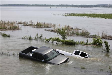 Vehicles sit stranded in flood waters in rural Missouri Valley, Iowa June 17, 2011. REUTERS/Lane Hickenbottom