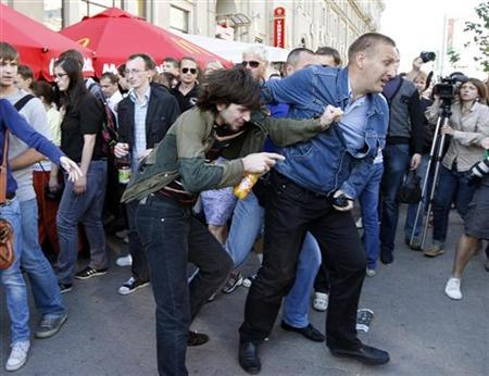 A Belarussian policeman in plain clothes (R) detains a man in central Minsk, June 22, 2011. REUTERS/Vasily Fedosenko