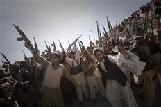 <p>Members of the local Lashka (tribal militia-men), hold their weapons while dancing in a show-of-force in Khar, the main town in Bajaur Agency, located in Pakistan's Federally Administered Tribal Areas (FATA) along the Afghanistan border March 2, 2010. REUTERS/Adrees Latif</p>