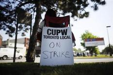 <p>A Canadian Union of Postal Workers (CUPW) member sits in front of a Canada Post sorting facility in Toronto, June 15, 2011. REUTERS/Mark Blinch</p>