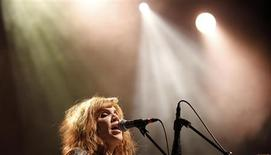 <p>Alison Krauss performs at the Greek theatre in Los Angeles June 23, 2011. REUTERS/Mario Anzuoni</p>