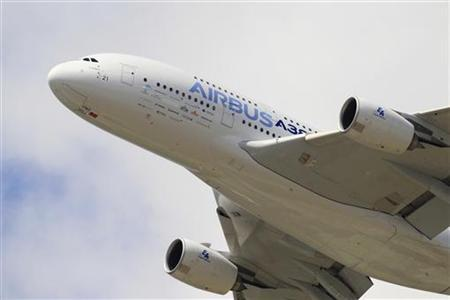 An Airbus A380, the world's largest jetliner, takes part in a flying display during the 49th Paris Air Show at the Le Bourget airport near Paris June 24, 2011. REUTERS/Gonzalo Fuentes