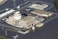 <p>An aerial view of the Fort Calhoun Nuclear Power Plant in eastern Nebraska, surrounded by Missouri River flood waters June 24, 2011. REUTERS/Lane Hickenbottom</p>