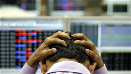 An Indian broker reacts while trading at a stock brokerage firm in Mumbai, January 22, 2008. REUTERS/Arko Datta