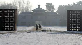 <p>People stand by the entrance of the former Nazi concentration camp Sachsenhausen near the German capital Berlin January 27, 2006. REUTERS/Tobias Schwarz</p>